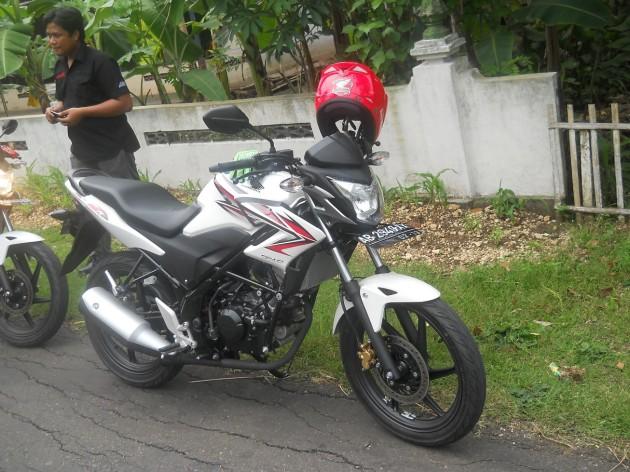Honda CB baru.mirip denga vixionharga sama.mesin beda boss