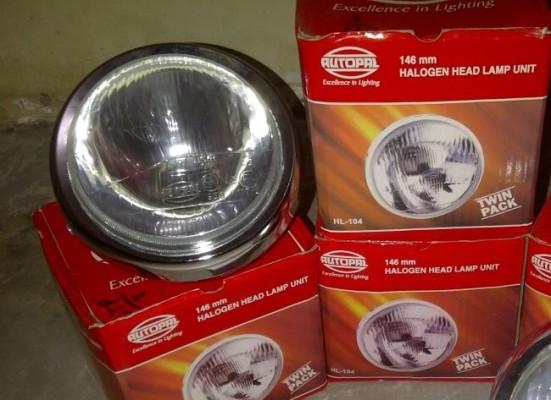 reflektor besi krom dengan penutup kaca yang socketnya H4...pilihan bolamnya banyak