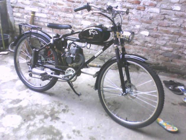 sepeda bsa yang ditempelin mesin dan dicustom
