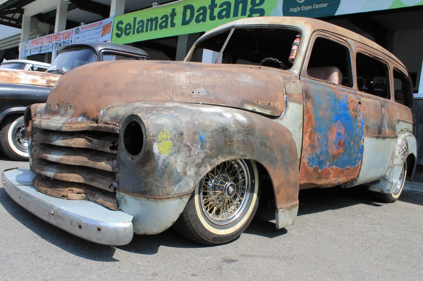 versi station wagon rust rod