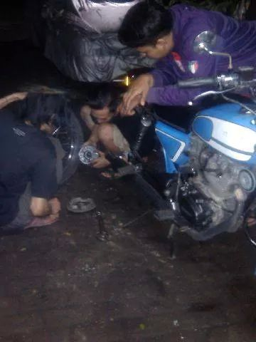 roda belakang ngunci...setelah dicek laker roda ambyar