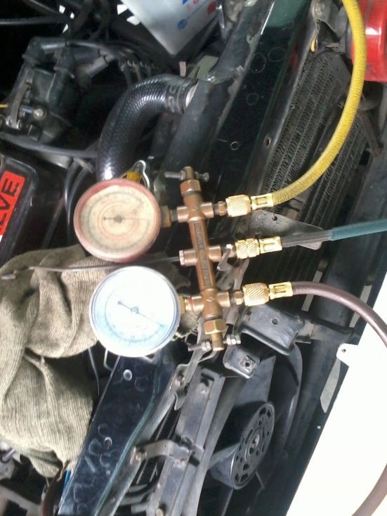 kompresor dicek....tekanan freon 0...wkwkwkwk...kelamaan gak dipake