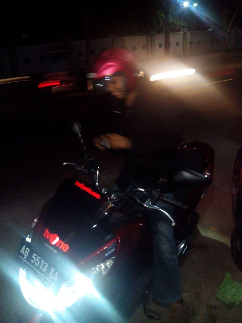 PCX 150cc...pas jika motor ini dipake orang yang postur tubuhnya 170cm seperti saya....haihihihi...
