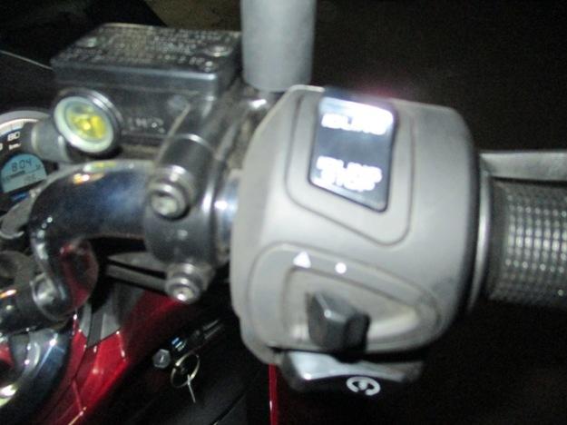 ternyata tombol idling stop system ada disebelah kanan...jika risih mesin mati2 terus karna brenti...fitur ini bisa di offkan
