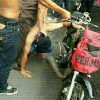 mbleyernya kurang mantepp!!! pak polisi sigap membantu mbleyer