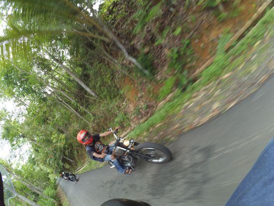 menyusuri jalan terjal dipinggir hutan
