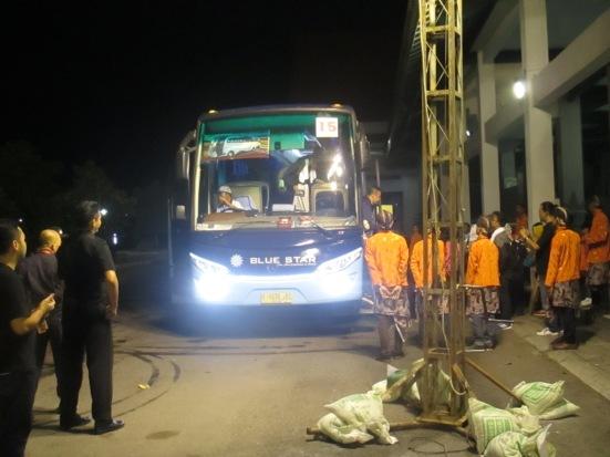 bis yang dipake bukan abal2...porter siap membantu anda mengangkat barang bawaan